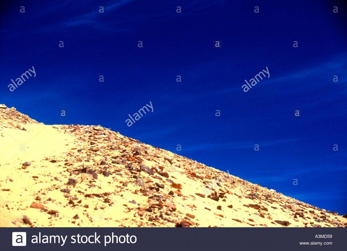 path-up-rocky-sand-dune-desert-egypt-A3MD59.jpg